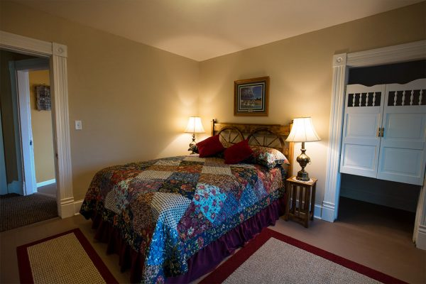The Queen Anne Room features a queen bed and walk-in closet